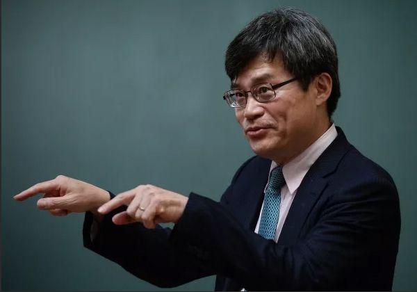 японский учёный А. Хироси